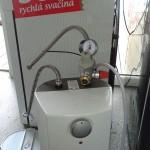 Beztlaký-ohřívač-vody--s-nesmyslně-instalovaným-pojistným-a-redukčním-ventilem