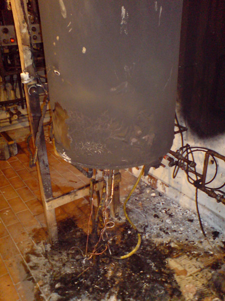 Vzhořelí-ohřívač-vody-po-neodborném-zapojení
